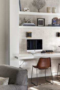 78 inspiration home office comfortable work desk 31 < Home Design Ideas Office Interior Design, Home Office Decor, Office Interiors, Home Decor, Office Setup, Office Furniture, Small Living Rooms, Living Spaces, Bedroom Small