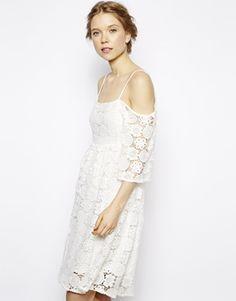 Image 1 - Little White Lies - Robe en crochet à bretelles et épaules dénudées