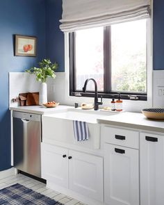 A beauty in blue! Loving all the special touches in this compact kitchen by designer Emily Henderson Design. #interiordesign #interiorstyling #romanblinds #romanshades #customblinds #customshades #drapery #smallspaces #kitchen #kitchendesign #kitchendecor #kitchenremodel #renovation #remodel #toronto #etobicoke #mimico #longbranch #bloorwest #budgetblinds #budgetblindssouthetobicoke
