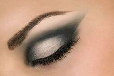 Post de hoje: Como Fazer Maquiagem Nos Olhos #maquiagemnosolhos   Veja no link abaixo:  http://maquiagenspassoapasso.com.br/como-fazer-maquiagem-nos-olhos-corretamente/