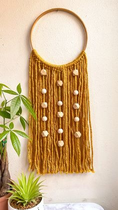 Diy Crafts For Home Decor, Diy Crafts Hacks, Yarn Wall Art, Diy Wall Art, Macrame Wall Hanging Diy, Macrame Wall Hangings, Diy Crafts With Yarn, Diy Yarn Decor, Ideias Diy