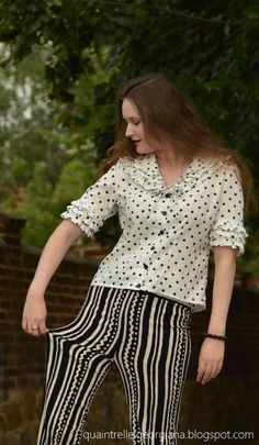 Black White Pattern, Black And White Colour, White Patterns, White Outfits, Girl Outfits, Vintage Summer Outfits, Movie Black, Vintage Pants, Fashion Group