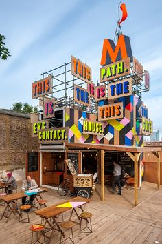 Movement Pop Up Cafe, London.dk - The first and only pop-up store/flash retail specialist in Denmark. Pop Up Cafe, Restaurant Bar, Restaurant Design, Container Restaurant, Container Cafe, Container Design, Environmental Graphics, Environmental Design, Angkor