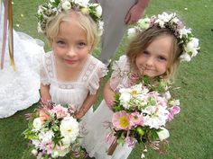 Suzanne Riley Marriage Celebrant Faves  Gorgeous Flower Girls at Twin Waters Resort .. Beautiful flowers by Sunshine Coast Willow Bud  www.suzanneriley.com.au