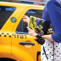 Living In New York, Carrie Bradshaw, Casual Outfits, Fashion Design, City Fashion, Bags, Style, Handbags, Swag