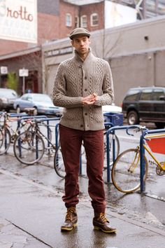 Urban Weeds: Street Style from Portland Oregon: Justin on SW Stark Portland Oregon Mens Fashion Blazer, Mens Fashion Sweaters, Men Fashion Show, Mens Fashion Week, Sweater Fashion, Men Sweater, Fashion Boots, Fashion Fashion, Jumper