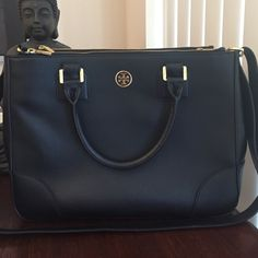 % authentic Tory Burch handbag Black Tory burch handbag % authentic. Only worn it a few times and in great condition, no scratches anywhere. Great when traveling, very spacious! Tory Burch Bags