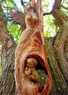 Arte Dibujo y Pintura - Esculturas - Comunidad - stunning. Would be perfect tombstone for mother and unborn or newly born baby. Art Sculpture En Bois, Driftwood Sculpture, Driftwood Art, Tree Carving, Wood Carving Art, Wood Carvings, Weird Trees, Art Et Nature, Nature Tree