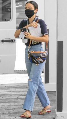 Lucy Hale in Los Angeles, California on Wednesday Lucy Hale Style, Pll Cast, Celeb Style, Celebs, Celebrities, Off Duty, Color Splash, Wednesday, Mom Jeans