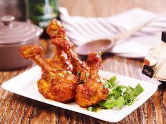 Thơm cay, hấp dẫn món cánh gà sốt tương ớt - http://congthucmonngon.com/117327/thom-cay-hap-dan-mon-canh-ga-sot-tuong-ot.html