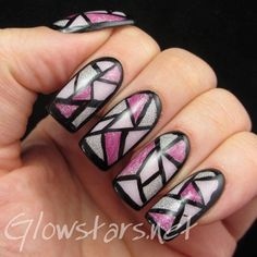 A stained glass nail art look, nice!