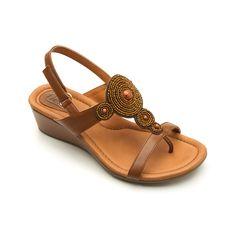 Línea de sandalia casual, diseños en colores vivos, acompañados de herrajes metálicos y pedrería que le dan un toque elegante. Variedad en tonos de pieles metálicas charoles y lisos. Cuenta con plantilla forrada en piel que brinda extra confort. Patín de hule en suela para mayor durabilidad. - #shoes #zapatos #fashion #moda #goflexi #flexi #clothes #style #estilo #summer #spring #primavera #verano
