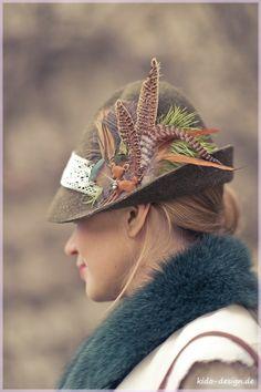 Brauner Trachtenhut mit Federn, Kopfschmuck für Damen zum Oktoberfest/ traditional women's hat in Bavaria by Kido-Design via DaWanda.com