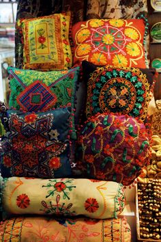 gyclli:  Turkish Pillows! / Istanbul Spice Market. ( istanbul,turkey)   tuulavintage.com