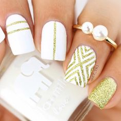 These designs for short, classy nails are fun and stylish and you can easily do them at home. Looking for new designs for your short nails? Gold Manicure, Gold Nails, White Nails, Fun Nails, Gold Nail Designs, Classy Nail Designs, Kathy Nails, Wedding Nails Design, Wedding Designs