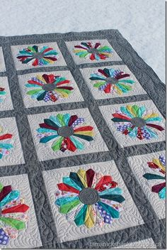 This is Sandra's Dresden Plate quilt and it is going to be a wedding gift for her daughter Heather this summer. Dresden Plate Patterns, Dresden Plate Quilts, Patchwork Quilt Patterns, Quilt Patterns Free, Applique Quilts, Hexagon Quilt, Longarm Quilting, Free Motion Quilting, Machine Quilting