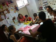 10-12 Yaş Grubumuz ve anneleri  ile atölyede kukla yapımı çalışması