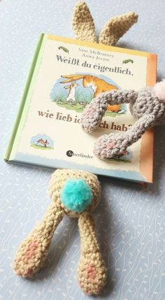 Häkle Dir jetzt ein schönes Lesezeichen in Form eines Hasens + dann freu Dich an seinen schönen Ohren. Schnapp Dir die Anleitung und leg los mit dem Häkeln.