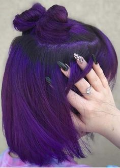 28 Charming Dark Purple Hair Colors & Haircuts in 2018 Browse here to see our favorite dark purple hair colors and hairstyles for charming and gorgeous personality. Every woman can try this fantastic purple hair color nowadays. No matter what kind of hair Dark Purple Hair Color, Purple Bob, Violet Hair Colors, Hair Color 2018, Cool Hair Color, Purple Hair Colors, Purple Hair Styles, 2018 Color, Short Purple Hair