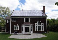 Premio SunShot a instalaciones solares asequibles sobre tejado en EE.UU. ofrece 10 millones de dólares en premios para quien realice las primeras 5.000 granjas solares residenciales - Instalación solar fotovoltaica en vivienda DeSantis en Milton (Massachusetts, EE.UU.)