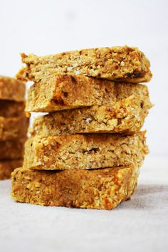 These Healthy No Bake Meal Prep Breakfast Bars are gluten & dairy free, Slimming World friendly & suitable for vegans! Use as your HexB, 1.5 syns.