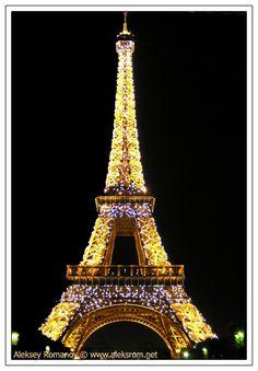 #latourestfolle #un plaisir monumental #Paris #romantique #nightlife #souvenir #glamour #sexy #fashion # design #tourestfolle #sebastienlecca #plaisirmonumental #monumental #latourestfolle.com #plaisir