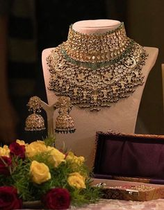Jewelry OFF! Bridal Jewellery Inspirations for the Modern Indian Bride! Bridal Jewellery Inspiration, Indian Bridal Jewelry Sets, Moda Indiana, Bride Necklace, Choker Necklaces, Necklace Set, Chokers, Earrings, India Jewelry