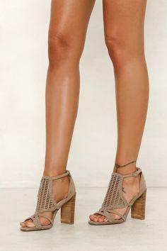 Nouveau Chaussures Femmes fashion Sandals T Strap Chain Gladiator estivales Casual Blanc