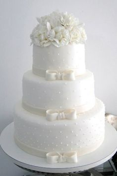 Looking for a wedding cake that will stand out from all the rest? Check out these 30 impressive white wedding cake designs! White Wedding Cakes, Elegant Wedding Cakes, Elegant Cakes, Beautiful Wedding Cakes, Gorgeous Cakes, Wedding Cake Designs, Pretty Cakes, Amazing Cakes, Cake Wedding