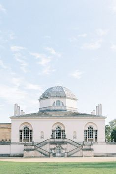 Chiswick House and Gardens Luxury Wedding Venue, Neo Palladian British architecture villa and Stately Home in Chiswick West London - Photo by Cristina Ilao (London Wedding Photographer)