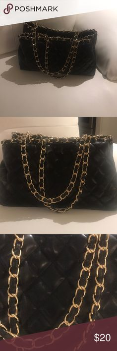 BLACK QUILTED GOLD CHAIN BAG LIGHTLY WORN  GREAT CONDITION Forever 21 Bags Totes