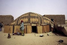 Africa |  Songhai traditional house.  Photo taken in Mali |  © Georges Courreges.