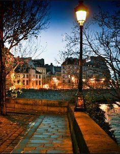 Ile Saint Louis, Quai de Bourbon, Paris IV