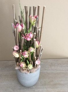Catching everyones eye this unusual but effective mix of pink and natural twigs. Home Flowers, Diy Flowers, Spring Flowers, Paper Flowers, Arrangements Ikebana, Creative Flower Arrangements, Floral Arrangements, Art Floral, Deco Floral