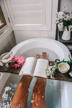 Acre of Roses: Luxury Wellness Accommodation in Trentham Morgen Rosen: Luxus Wellness Unterkunft in Trentham Jewel Candle, Steam Spa, Sweet Home, Steam Showers Bathroom, Bathrooms, Dream Bath, Relaxing Bath, Wellness, Luxury Bath