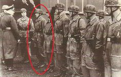 A photo taken in 16 May 1940, when Kurt Student was presenting the FJ for their actions at Eben-Emael (look the helmets with mud, the smocks, that two in the photo already received their Knights Cross from Hitler in 13 May, etc, it´s all congruent). Look at the guy that i marked. The flaps are there!