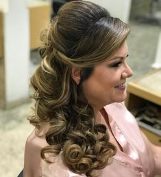 Wedding Hairstyles Open Hair For 2019 Quince Hairstyles, Open Hairstyles, Best Wedding Hairstyles, Bride Hairstyles, Wedding Curls, Hairdo Wedding, Bridesmaid Hair, Prom Hair, Medium Hair Styles