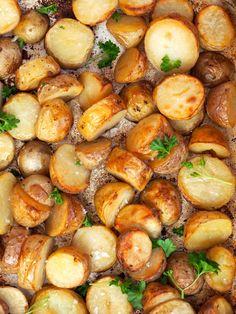 - Ovnsbakte Poteter med Eddik - Ovenbaked Potatoes with Vinegar Aesthetic Food, Food Cravings, Sweet Potato, Tapas, Food To Make, Nom Nom, Side Dishes, Chicken Recipes, Oven