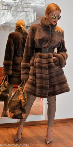 NEW 2015 MOCCA ROYAL SAGA MINK FUR COAT LIKE JACKET FOX SABLE CHINCHILLA LYNX Fur Fashion, Love Fashion, Winter Fashion, Womens Fashion, Elisa Cavaletti, Street Looks, Fabulous Furs, Winter Stil, Mocca