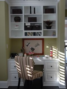 Traditional Built-in Desk Home Office Design Ideas, Pictures, Remodel and Decor Small Office Furniture, Small Space Office, Home Office Space, Home Office Design, Small Spaces, House Design, Tiny Office, Library Design, Study Design