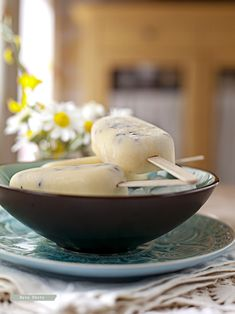 Helado de albaricoque, yogurt y chocolate