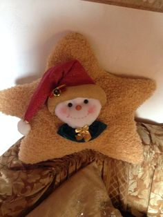 Cojin estrella de nieve Christmas Stockings, Christmas Ornaments, Kids Pillows, Ideas Para, Projects To Try, Lily, Cushions, Xmas, Teddy Bear