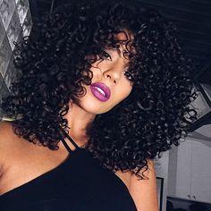 Texture ➰➰ What is your favorite hair product? Mine is @mydevacurl Supercream 💚  Lips • @urbandecaycosmetics Vice lipstick in Notorious  •••  Qual é o seu produto de cabelo favorito? O meu é @mydevacurl Supercream 💚