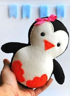 Sewing Toys penguin - Felt plushies are so simple to make, and soft and cuddly to hold. If you are wanting a fun and quick project to make for either yourself or a little one in you life, check out these 8 patterns we f… Sewing Pillow Patterns, Easy Quilt Patterns, Sewing Pillows, Pattern Sewing, Felt Crafts Patterns, Animal Sewing Patterns, Fabric Crafts, Sewing Stuffed Animals, Stuffed Animal Patterns
