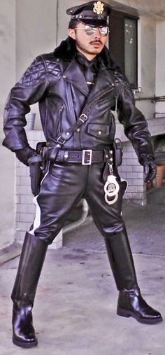 Leather Men, Leather Jacket, Leather Tops, Real Man, Cops, Men Wear, Punk, Sexy, People