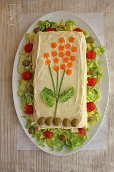 Los pasteles fríos salados de pan de molde son una idea estupenda para el verano, los puedes tener preparados con antelación y son perfectos para una cena, además como llenan bastante cunden mucho, co
