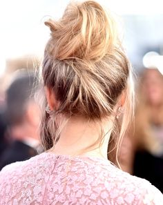Saoirse Ronan's SAG Awards Beauty Look is Pastel Perfection via @ByrdieBeautyAU