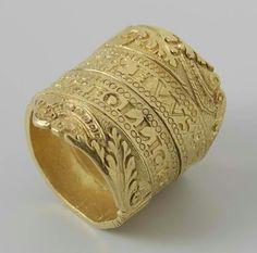 queen-yetta-rosenberg: Gold wedding ring in the form of a spiraling belt. Inscribed. Netherlands, circa 1550