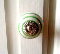 This handsome, simple striped ceramic knob is perfect for any project. Use on a cupboard or drawer!