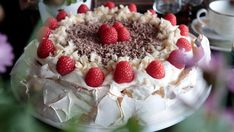 Pavlova med Troika-smaker Pavlova, Baking, Desserts, Recipes, Cakes, Food, Tailgate Desserts, Deserts, Cake Makers